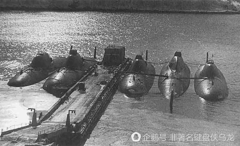 蘇聯阿爾法級攻擊潛艇圖片