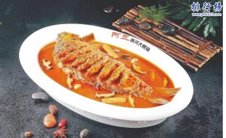 導語:中國人以美食為天,創作出非常多的美味菜品。美味的魚經常用作招待貴賓和宴席上面必不可少的菜品。今天TOP10排行榜網小編為大家盤點了中國四大名魚,一起來看看你吃過幾種。  中國四大名魚:黃河鯉、松江鱸、興凱湖鮊、松花江鱖  四、松花江鱖  松花江鱖又稱鱖魚、花鯽魚、季花魚等多種稱呼,是中國四大名魚之一也是盛產和養殖的一種食用淡水魚,體形顏色是黃色或橄褐色,身上有很多不規則的小斑點黑色的腹部灰白色的,主要吃那些小的魚類以昆蟲為食物尾巴是黑色和褐色的紋。  三、興凱湖鮊  興凱湖鮊產自於黑龍江密山。這種魚跟大白刁有點相似但是比大白刁要大要肥一點,大概每個有個七八斤體形比較長,尾巴像剪刀口,這種魚在水裡面很活躍的游的很快,這種魚肉質鮮嫩清新爽口生活在興凱湖沿岸,有一道美味的菜就是湖水燉白魚這是一種傳統的吃法將魚清蒸20幾分鐘然後出鍋味道特別好。  二、松江鱸  松江鱸就是松江的鱸魚,是中國比較名貴的一種食用魚類生活在渤海和東海區域。這種魚被乾隆御賜為江南第一名魚,經常用來招待貴賓的美味佳肴,當時美國總統來到上海周總理就親批選單有松江鱸魚。這種魚適合在淡水水域生活一般是4到6月為生長期到了5月就產值很高。歷史上有很多關於松江鱸魚的記載,歷代名人食用松江鱸魚沒有一個說不好的。  一、黃河鯉  黃河鯉又稱鯉拐子,身體是金黃色的,腹部是白色的鱗片上有很多新月的小斑點。黃河鯉魚肉質鮮嫩十分美味,是中國四大名魚之一享譽海內外,曾經有鯉魚跳龍門的經典傳說。鯉魚營養價值很高有豐富的蛋白質和8種人體需要的胺基酸成分以及一些微量元素自古以來都是各種宴席上的美味菜品。  結語:以上就是TOP10排行榜網小編為大家盤點的中國四大名魚,這些名魚常被用做招待貴賓以及宴席上面的美味菜品,肉質鮮嫩十分好吃。