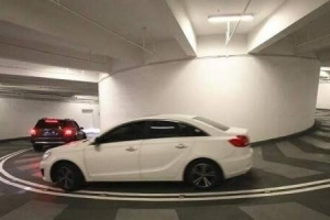 重慶最難停的停車庫:國金中心地下停車庫 下5層繞8圈