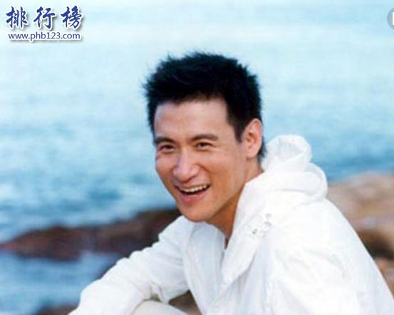 導語:香港有很多優秀的音樂人,他們給我們帶來了很多經典的音樂作品一直傳唱至今,留給我們太多的回憶,其中包括黃家駒的真的愛你、海闊天空等歌曲幾乎無人不知,那么還有哪些人呢?今天TOP10排行榜網為大家盤點了香港四大音樂才子的詳細資訊,一起來看看他們的成就吧!  香港四大音樂才子:黃家駒、黃沾、張學友、林夕  四、林夕  出生日期:1961年12月7日  畢業院校:香港大學文學院  出版圖書:《盛世邊緣》《我所愛的香港》《小城無故事》  代表作品:《至少還有你》《紅豆》《富士山下》《北京歡迎你》《只愛陌生人》  簡介:林夕來自香港原名梁偉文,著名的詞曲創作人,香港四大音樂才子之一。1985年出道發表作品《曾經》之後一直專注音樂創作中先後為多名歌手創作了歌曲其中包括王菲、張國榮、周筆暢等創作了約定、左右手、紅顏白髮、給自己的情書等歌曲獲得香港電台第11屆十大中文金曲獎、叱咤樂壇填詞人大獎、TVB最佳填詞人等100多個獎項,2011年開始出書發表了知情識趣、毫無代價唱最幸福的歌等著名書籍,2014年成為了我為歌狂的音樂評審。  人物評價:林夕和很多歌手寫過詞、張惠妹、王菲、張國榮等他的歌詞精美細膩。善於有修辭去描繪情感,開解了不少失戀的人,他寫的歌詞有撫平傷痕的自愈能力,給人無限的遐想空間。  三、張學友  出生日期:1961年7月10日  經紀公司:上華唱片  參演電影:《澳門風雲3》《全城熱戀》《十月圍城》  代表作品:《遙遠的她》《月半彎》《吻別》《一路上有你》《一千個傷心的理由》  簡介:張學友是香港著名的歌手演員,1984年出道,1993年發表個人專輯吻別開始走紅音樂界,連續獲得金像獎最佳原創電影歌曲、香港電台十大中文金曲金針獎、 醉心金曲獎最佳歌曲等100多個獎項,音樂專輯一共91張,演唱會共828場,出演電影作品75部,他的事業一直都很穩定很成功,他還比較關注慈善事業經常幫助那些困難的人群,現在和妻子羅美薇生活的很幸福,感情事業雙豐收。  人物評價:張學友是一個全能型的藝人在音樂上的成就非常高,幾乎無人不知,他帶給我們很多經典的歌曲其中吻別這首歌曲還被改編為英文版但是鏇律依舊是那么動聽。  二、黃沾  出生日期:1941年3月16日  逝世日期:2004年11月24日  出版圖書:《開心快活人》《浪蕩人生路》《不文集》  音樂作品:《上海灘》《滄海一聲笑》《倩女幽魂》《我的中國心》  簡介:黃沾原名黃湛森香港著名的詞曲家、演員、作家,1965年出道,1968年開始自己創作歌曲,之後又給倚天屠龍記填詞獲得第一屆十大中文金曲獎,給很多歌手都創作歌曲包括劉德華、成龍、張國榮、梅艷芳等獲得最佳中文(流行)歌曲獎、最佳電影配樂獎、金馬獎最佳電影歌曲等多個獎項,他是音樂界傳奇人物,見證了香港樂壇的輝煌和沒落,2004年這位音樂才子不幸因病去世,享年63歲。  人物評價:黃沾人緣很好,每天都是笑呵呵的,很好相處,而且很幽默,他和金庸、倪匡、蔡瀾等四人獲得香港四大才子的美譽。他是音樂界的大師,我們會永遠懷戀這位音樂才子。  一、黃家駒  出生日期:1962年6月10日  逝世日期:1993年6月30日  參演電影:《豪門夜宴》《黑色迷牆》《籠民》  音樂作品:《海闊天空》《光輝歲月》《喜歡你》《灰色軌跡》《情人》《真的愛你》  黃家駒來自香港著名的音樂創作人。香港男歌手、搖滾樂隊Beyond主唱。他1983年出道,並擔任Beyond樂隊的主唱,1989年創作的歌曲真的愛你開始走紅香港音樂界,獲得十大勁歌金曲榮譽大獎之後又創作了海闊天空、光輝歲月等經典歌曲獲得叱咤樂壇流行榜最喜愛的創作歌曲大獎,總共出了專輯10張,演唱會24場,還為王菲、譚詠麟、許冠傑等歌手創作歌曲,1993年6月因為參加綜藝節目意外受傷,之後不久去世,享年31歲被追頒亞洲偶像盛典終身成就獎。  人物評價:他有獨特的嗓音,擅長創作和吉他彈奏,是一個音樂天才一生創作幾百首音樂作品,他憑藉真情實感去表達歌曲的熱愛,激發昂揚的鬥志。雖然已經去世20幾年了但是他的經典歌曲一直傳唱至今,他在我們心中是完美的,我們會永遠懷念這位優秀的音樂才子。  結語:以上就是TOP10排行榜網小編為大家整理的香港四大音樂才子,這幾位才子在音樂界的地位極高,他們用自己的才華和智慧創作出很多動聽的音樂,那些經典的歌曲會一直陪伴我們直到永遠,因為那都是最美好的回憶。
