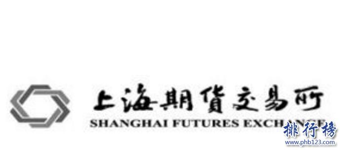 導語:期貨交易所屬於買賣期貨契約的一個場所屬於金融行業的一種,每個公司都有不同的期貨品種交易的標準也有一些差異。今天TOP10排行榜網小編為大家盤點了中國中國四大期貨交易所,一起來了解一下吧!  中國四大期貨交易所:上海期貨交易所、大連商品交易所、中國金融期貨交易所、鄭州商品交易所  四、鄭州商品交易所  鄭州商品交易所創立於1990年是國家批准的期貨市場試點單位主要交易的品種有強筋小麥、PTA、一號棉花、菜籽油、早秈稻、玻璃、甲醇等多個期貨品種。擁有快捷、安全的交易系統保證每日漲跌停板制、每日無負債結算制有指定的合作銀行每天都能集中清算。1995年加入國際期貨市場協會和美國、加拿大等國家建立友好關係。  三、中國金融期貨交易所  中國金融期貨交易所成立於2006年總部位於上海,是一家經過國務院證監會批准的期貨交易所,由鄭州商品交易所以及大連、深圳和上海證券交易所、上海期貨交易所等5家公司共同創立的,2006年在上海期貨大廈上市,公司有19個部門其中包括交易部、結算、薪酬、風險控制、監察調解、研發部等多個部門。  二、大連商品交易所  大連商品交易所成立於1993年是國務院批准的一家期貨交易所總部位於大連市,在中國四大期貨交易所中大連商品交易所是中國東北地區唯一一家期貨交易中心,其中上市的品種包括玉米、黃豆、棕櫚油、雞蛋、纖維板等16個品種期權。2020年上市推出了豆粕期權的夜盤交易。  一、上海期貨交易所  上海期貨交易所是由中國證監會管理的一家期貨交易所,也是中國四大期貨交易所之一主要交易的有黃金、白銀、螺紋鋼、燃料油、天然橡膠、銅等11種類型的期貨契約目前公司擁有會員近400家,在全國各地實行遠程交易,2020年在上海國際能源交易所上市。  結語:以上就是TOP10排行榜網小編為大家盤點的中國四大期貨交易所,這些交易所不斷的發展壯大,最近推出夜盤交易所基本工作準備就緒今年就可以正式交易。