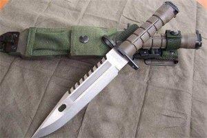 世界十大最帥匕首 猛虎刀帥到想哭,第一竟然是最差的刺刀