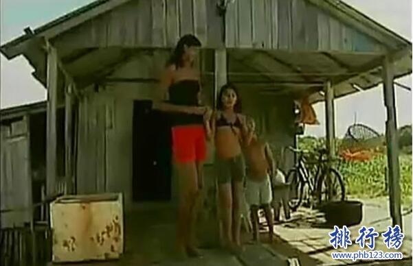 世界上最高的兒童,艾利薩尼·席爾瓦14歲2.07米(男朋友僅1.6米)