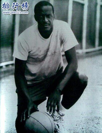 世界上彈跳最高的人:厄爾·麥尼考爾特彈跳153厘米秒殺喬丹