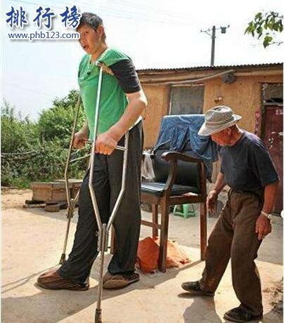 世界上最高的人是誰,身高3.17米比籃筐還高