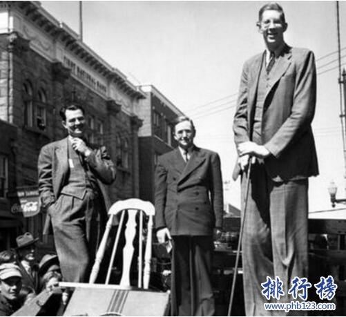 美國最高的人羅伯特·潘興·瓦德羅,身高2.72米體重444斤