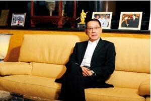 楊受成身價多少億2018 打造香港最大娛樂帝國身價超百億