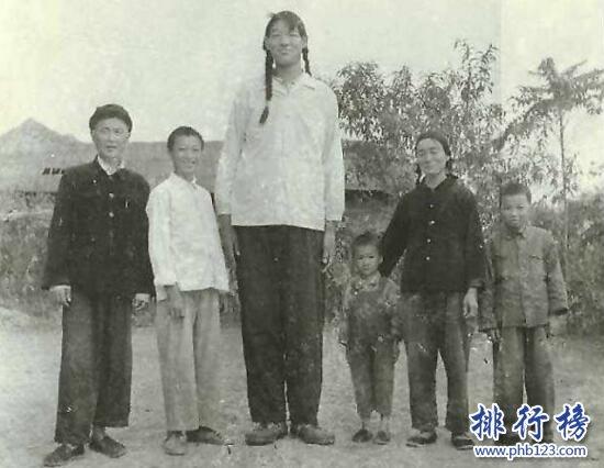 世界上最高的女人:曾金蓮18歲身高2.48米(穿60碼的鞋)