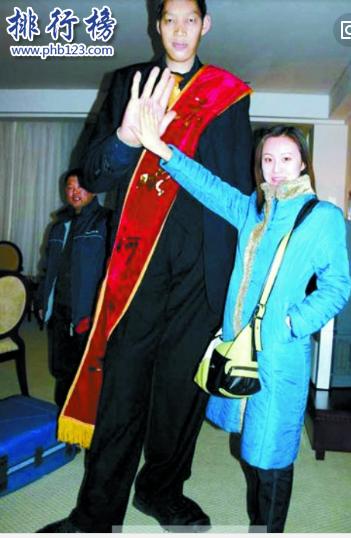 世界十大巨人排行榜:第七位女子比姚明還高29厘米